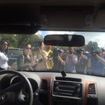 Cerca a Ramo Verde a la espera.El que se cansa pierde @leopoldolopez http://t.co/9fza1Ugxwy