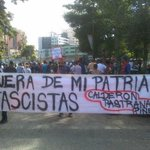 Así le dan la bienvenida a Piñera, Calderón y Pastrana en Los Teques http://t.co/aHWwF9Sv9B