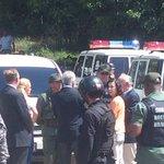 Lilian Tintori hablando con la GNB junto a los expresidentes latinos en Ramo Verde #24E (vía @leoleitoleo) http://t.co/NPv2XrlRbS