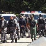 #ATENCIÓN Pastrana y Piñera no pudieron visitar a L. López en la cárcel: GNB se los impidió http://t.co/gLSVjUZkjl http://t.co/6MBj5U5VDI