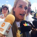 Lilian Tintori asegura que Maduro viola derecho fundamental: Derecho a la visita http://t.co/8AqEUXwTTX http://t.co/sVpPlgeXbr