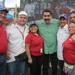 Abrazados en un solo equipo, acompañamos al hijo de Chávez el Pdte @NicolasMaduro, vamos al #AbastecimientoSeguro! http://t.co/4vgGmMaBDS