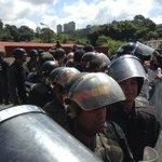 Dictadura dura y pura .@NituPerez: No dejaron entrar a Ramo Verde a los ex-presidentes...vivieron la represión vla a http://t.co/qA4IsxczQN