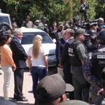Militares impiden entrar a la visita. http://t.co/muaxrugLeR