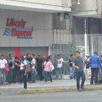 .@hcapriles escualidos nunca t quejan de las megacolas de @LibertyExpress. Los raspacupos son respetuosos y pacientes http://t.co/waOZ6bawUy
