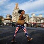 Mientras en Venezuela la dictadura se expresa sin tapujos en La Habana unos leggins impensables dicen lo suyo tambien http://t.co/EPEU7Ghxyz