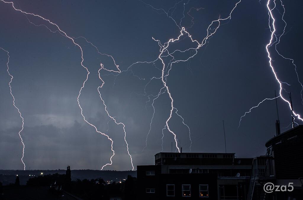 Fierce Jozi Thunder storms. #Jozi #lightning #storm http://t.co/2H4wCy8IYs