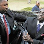 """#Zimbabwe president Mugabe arrives in #Zambia amidst protesters shouting; """"Mugabe Must Go!!"""" in Lusaka today http://t.co/GHb2w8cJZg"""