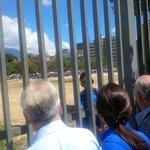 Ex pdtes Piñera y Pastrana palpan la realidad de los vzlanos para conseguir alimentos http://t.co/D9TVXjPbUF vía @RafaGarrido1