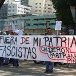 Movimientos populares se concentran para repudiar visita de Piñera, Calderón y Pastrana http://t.co/WOmt4E9lGe http://t.co/iKtzMIm78d