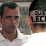 """Muy concentrado, @hcapriles se dice frente al espejo (con mirada intensa): """"Hoy Niquito sí me va a responder. Lo sé"""". http://t.co/07ZBID8axo"""
