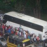 CARA DE DICTADURA|PSUV organizó movilización para atacar a expresidentes q fueron a visitar a Leopoldo en Ramo Verde. http://t.co/svTgO4wrvD