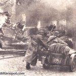 Немцы штурмуют Мариуполь. 1941 г.  #WorldwakeupRussiainvadedUkraine #BanRussiaFromSWIFT #FreeSavchenko https://t.co/Wawx5eF5ox