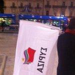 Le drapeau de #Syriza flotte au dessus de la Place de la Comédie à #Montpellier ! http://t.co/WukbV1mZTc