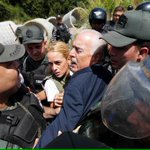 Ex Presidente @AndresPastrana_ agredido por la Guardia NAZIonal en Ramo Verde. Régimen De Malandros. http://t.co/mRkmDRQIY9