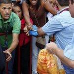 Todo por un pollo socialistas, observa @NicolasMaduro @jaarreaza eso es HAMBRUNA y es lo que viene ya... http://t.co/Ps3cqIBnPP