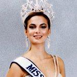 La primera venezolana en ganar el @missuniverse es @SayaleroMissU79. El 20 de Julio de 1979 en Australia http://t.co/DUqKIu3q25