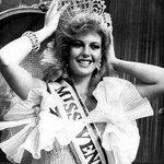En 1981 en New York, Irene Sáez, obtiene la corona del @missuniverse, es la segunda venezolana en obtener el título. http://t.co/u6OT7CUrR7