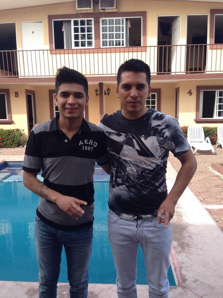Arturo Vargas Rios (@LosPrimosArturo): Yo y mi hermanito http://t.co/sqceu2Ny5G