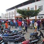 #DLDeportes: Cero para las EStrellas 1ra del 1ro. Mucho público esperando para entrar al estadio Julián javier http://t.co/IZ39E6h3fe
