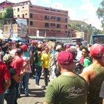 EL ODIO ES LO UNICO QUE NO ESCASEA EN VENEZUELA Oficialistas agreden caravana de ex presidentes Piñera y Pastrana http://t.co/gT5Zilj7vR