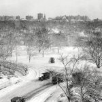 Central Park NYC at 72nd Street after snowstorm 1915: #LOC http://t.co/TiTNevJJvh