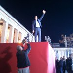 #Syriza leader Alexis Tsipras greeting the supporters gathered at Propylaia in central Athens #ekloges2015 #rbnews http://t.co/KgtoXBsouI