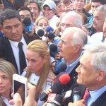 COMO EN DICTADURA. Por órdenes de Maduro expresidentes no pudieron visitar a Leopoldo López. http://t.co/sJ40IM36H0 http://t.co/FdEDf7i3qd