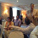 Periodistas reunidos con expresidentes @AndresPastrana_ @sebastianpinera 5:20 pm http://t.co/xke2a57KKn