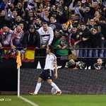 CRÓNICA - El @valenciacf vuelve a zona Champions tras derrotar al @SevillaFC (3-1) http://t.co/RwWpsxbQ5X #LoDoyTodo http://t.co/zP9o2QWEqx