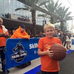 This fan won courtside seats for his family in Skills & Drills at Fan Fest during #MagicFit Week presented by @myUHC. http://t.co/erHnmN353k