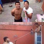 How to take a selfie http://t.co/IBLIMceaJe http://t.co/jmWsrhEwad
