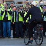 DE @mosesbread72 doing what he does. PHOTOS http://t.co/y7dTra4cZH #SeahawksSendoff #SB49 #SuperBusinessTrip http://t.co/phcgHBy9A3