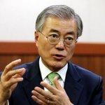 """문재인 새정치민주연합 의원이 박근혜 대통령의 인사 문제에 대해 """"국민보다 김기춘 실장과 문고리 3인방을 더 중요하게 생각한다. 민심을 너무 모른다""""고 말했습니다. http://t.co/tZjkoblYbq http://t.co/dpglT3kZb0"""