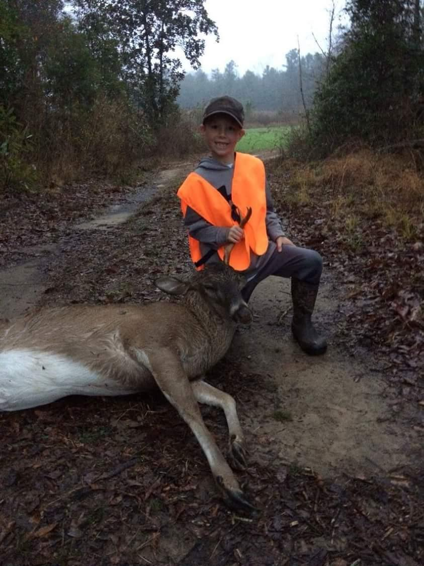Big congrats to 7 year old Ben and his first buck. Ben is battling #cancer and I think he is goona win!  #StayStrong http://t.co/AI3WTW7m87