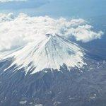 【恐怖】専門家「富士山噴火、今年もありえる」 http://t.co/SQW11YBgG2 御嶽山噴火を予測していた琉球大教授、富士山の噴火は2014年±5年で起こるとの見方。すでにマグマが上昇してきたことを間接的に示す異常現象も。 http://t.co/4PLO0LnBvg