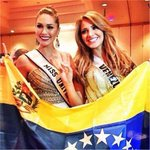 LA FOTO| ¿Le entregará la corona del #MissUniversoTNT La Molly Isler a Migbelis Castellanos? http://t.co/r4AvoMXIhj http://t.co/JJJCBrWXbz