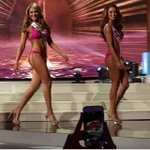 ¿Qué les pareció el desfile en Traje de Baño de nuestra @MissVzla Migbelis Castellanos? #MissUniversoVV http://t.co/3n9vBgTw79