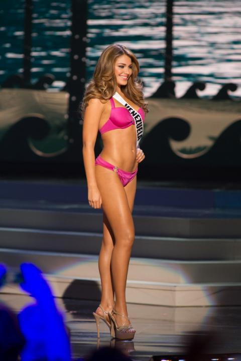 Nuestra @missvzla Migbelis Castellanos entra en las 10 finalistas del #MissUniverse http://t.co/2bmknXdbER