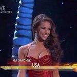 Harry Potter y el misterio de dónde está la otra teta de Miss USA. http://t.co/btpC7CZyUW