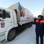 МЧС формирует 12-ю колонну с гумпомощью для Донбасса http://t.co/aih5ctAzVS http://t.co/T2zboDAgOI
