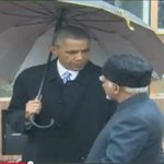 See the difference. Obama holding umbrella but VIP Kiran Bedi need assistant for same. @aajtak @ndtv @abpnewstv http://t.co/OWsm7PL8f4