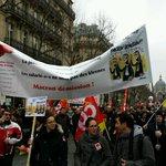 """Slogans : """"Le notariat est là et ne mourra pas !"""" """"Macron tes foutu le #notariat est ds la rue"""" NON à la #LoiMacron http://t.co/UIILGvygCr"""