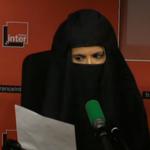 "Sophia Aram salue le féminisme ""discret"" du roi Abdallah… déguisée en burqa http://t.co/tB6VpZX1iR http://t.co/1mlf51TFyH"