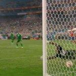 [2015 아시안컵 4강 대한민국 vs 이라크 (2:0)] 이정협 선수의 선제 헤딩골(http://t.co/TK1roW9jLn)에 이은 '김영권 왼발 슛' http://t.co/OQT3qTOKne http://t.co/0i5T3JS3Bj