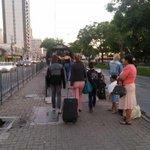 GREVE DOS ÔNIBUS: Sem ônibus circulando em Curitiba, passageiros esperam transporte alternativo na região da rodo. http://t.co/ebVESXd8kF