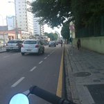 E a #ViaCalma tá calma..muitos ciclistas na canaleta !! #Curitiba #Bike #Greve http://t.co/diYdtip1m4