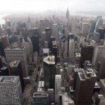 New York se prépare à une tempête de neige historique http://t.co/dbWn2n8QTJ http://t.co/Qks1SLdGjZ