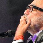 Demis #Roussos, chanteur à la voix dor est mort http://t.co/sRiF37spxw http://t.co/QTYkA1Yo7Y