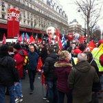 """Manif contre la loi Macron et le travail du dimanche """"Macron tes foutu, le commerce est dans la rue!"""" @LCPan http://t.co/IkJcv1AKq8"""
